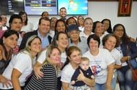 Com a presença de ex-alunos, professor Bolinha recebe Moção de Aplausos da Câmara